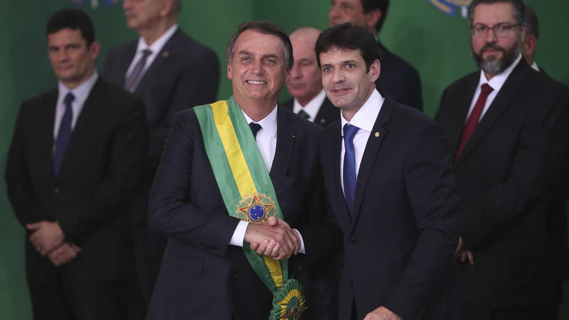 Ministro de Bolsonaro teria usado 'laranjas' para conseguir verbas