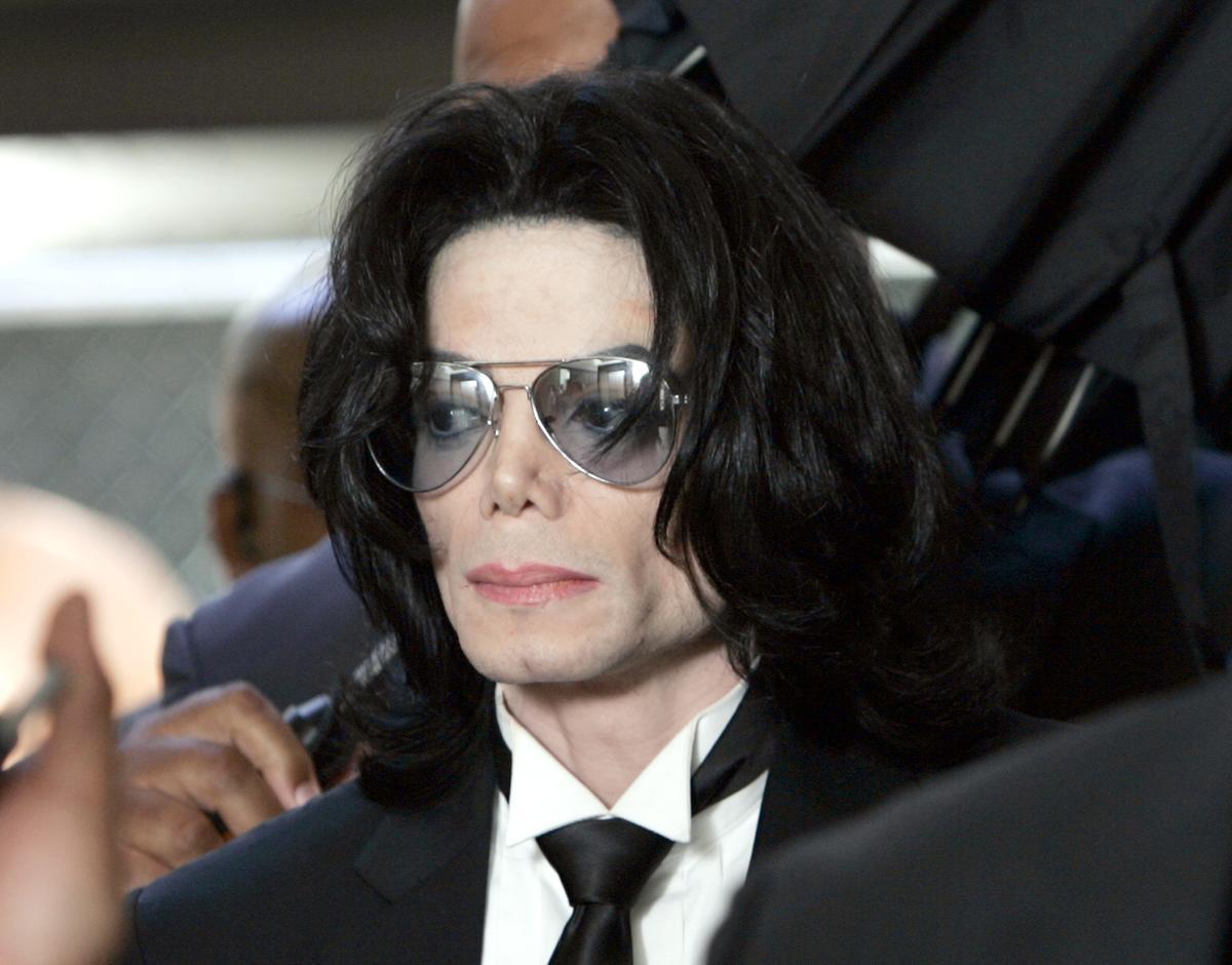 Corpo de Michael Jackson pode ser exumado, após 11 anos, por acusações de abusos