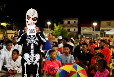 Arrastão e Concurso de Mascarados reforçam tradição de 50 carnavais na folia de Lauro de Freitas