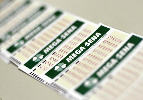 Mega-Sena acumula e pode pagar R$ 11 milhões neste sábado