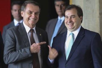Bolsonaro culpa 'velha política' e Maia rebate: 'Mostre nova política'