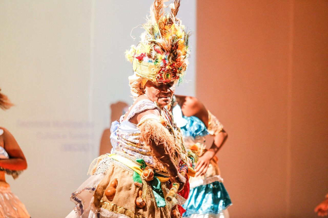 Grupos de dança de Lauro de Freitas encantam público em festival