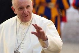 Papa Francisco pede que estudantes deixem vício do celular