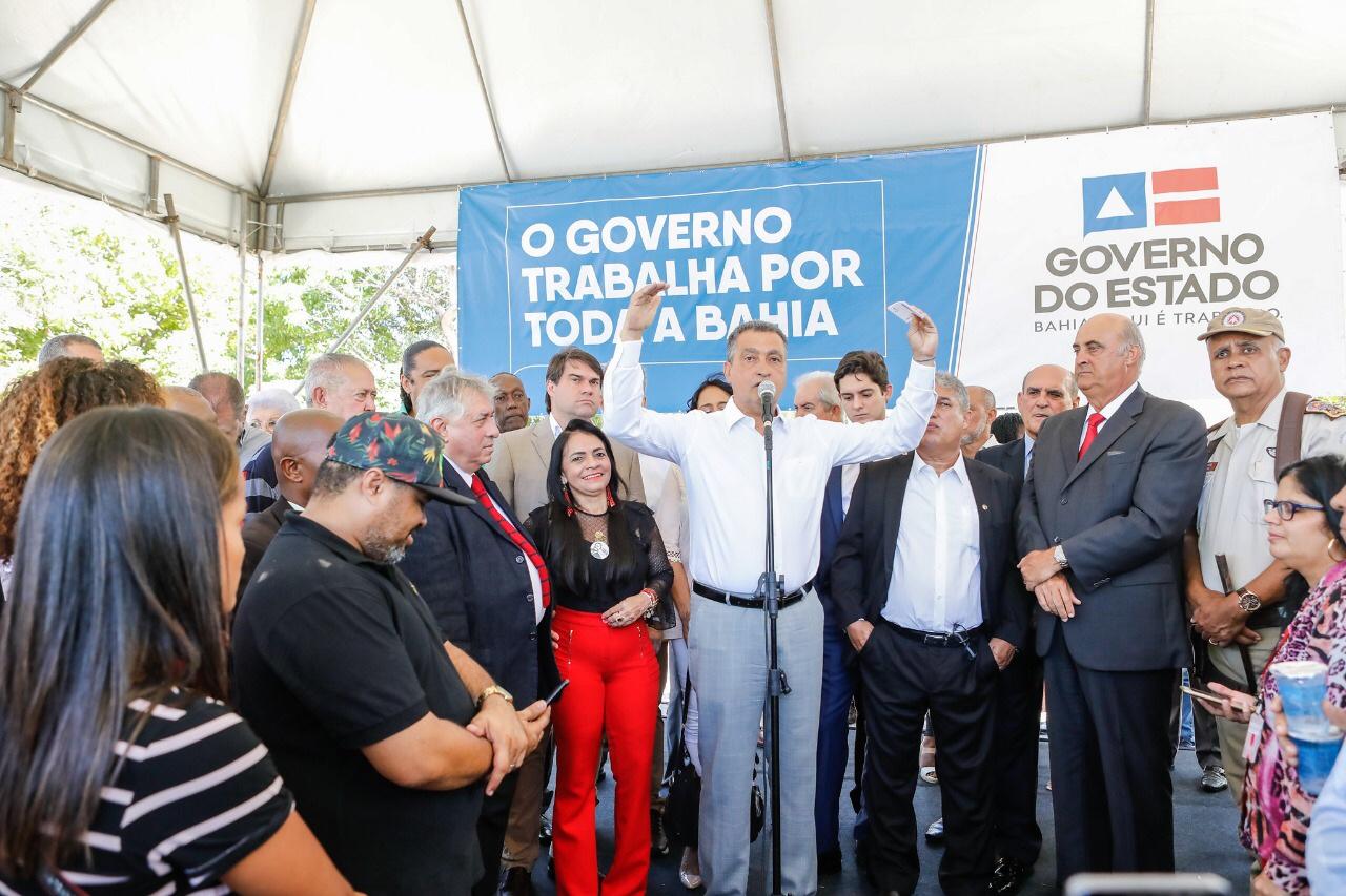 Rui entrega quatro novas viaturas para Lauro de Freitas e anuncia mais um Ceeptic no município