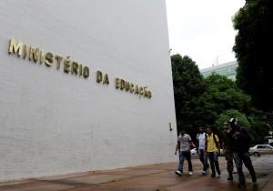 Bloqueio de R$ 7,4 bilhões do MEC afeta mestrado e doutorado