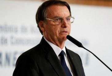 Bolsonaro assina decreto que facilita uso de armas e munições