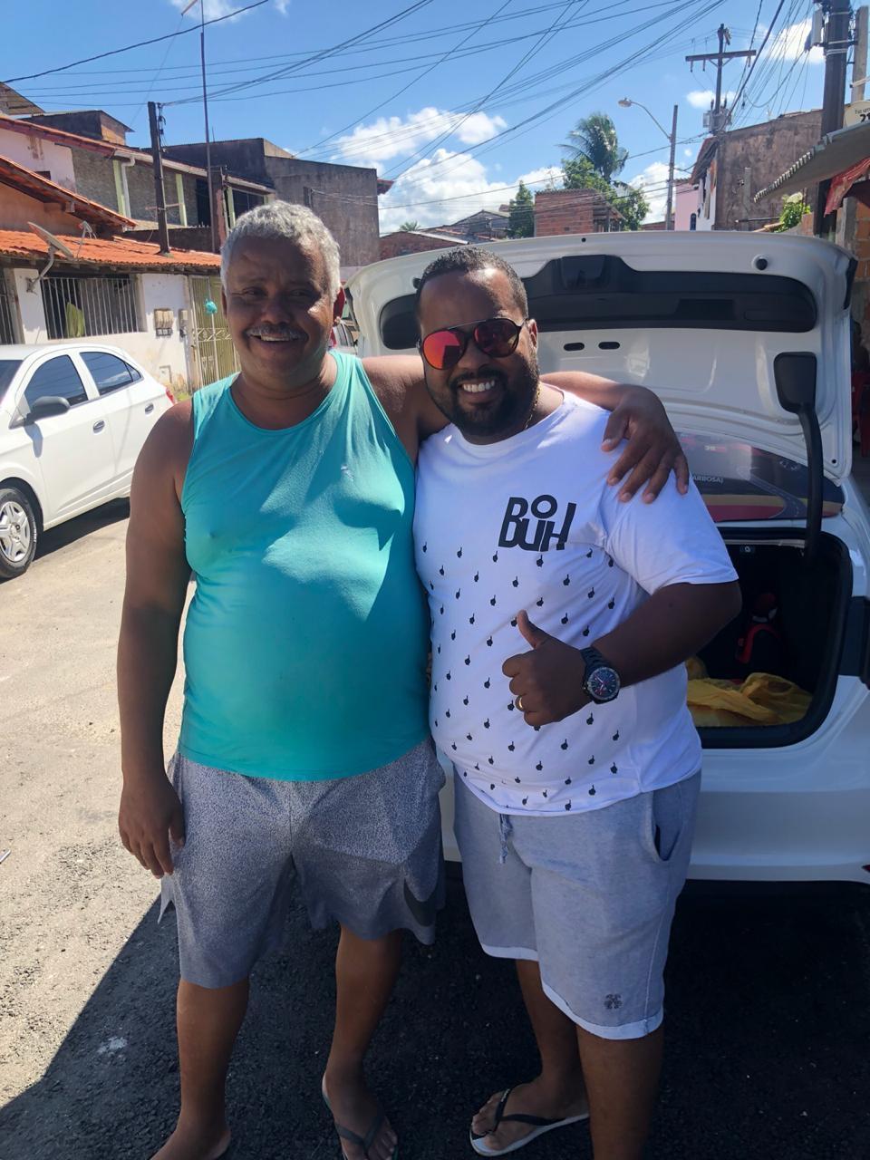 Gilson Buda entrega Cestas Básicas para Lito de Portão, que doará para os moradores que tiveram suas casas atingidas pelas chuvas