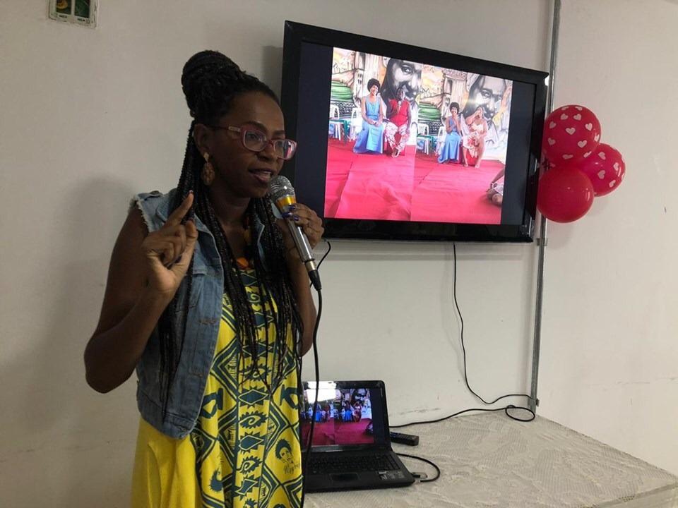 Momento simbólico homenageia educadoras que atuam com autoafirmação negra