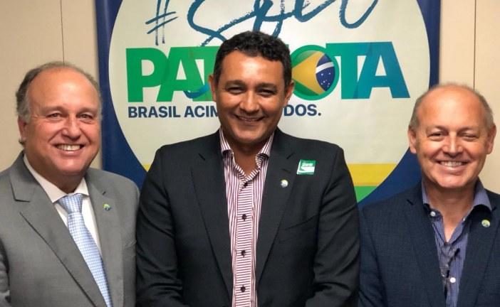 Em Brasília, presidente do Patriota Baiano, Alexandre  Marques reúne-se com membros do partido