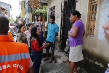 Prefeita de Lauro de Freitas reforça atendimento em locais atingidos pela chuva