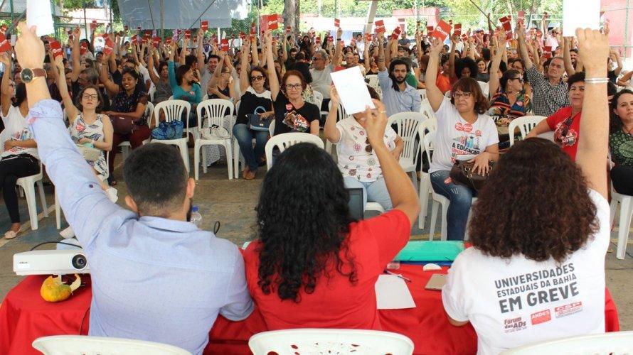 Professores da Uneb decidem continuar greve e apresentam nova contraproposta ao governo