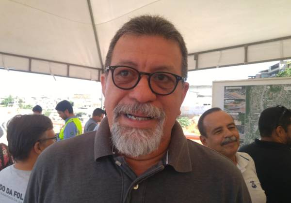 'Bolsonaro quer comprar Previdência com cheque sem fundo', diz Florence