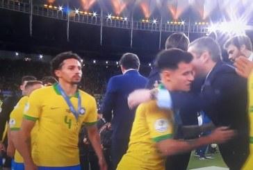 Tite e Marquinhos se recusam a cumprimentar Bolsonaro durante premiação da Copa América