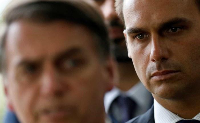 """Bolsonaro sobre Eduardo: """"Pretendo beneficiar filho meu, sim"""""""