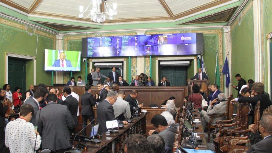 Em votação histórica, vereadores de Salvador aprovam no Plenário regulamentação do Uber