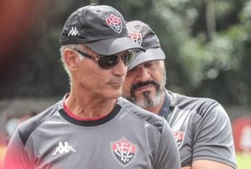 """""""O adversário conseguiu neutralizar as ações"""", diz Amadeu após derrota para o Guarani"""