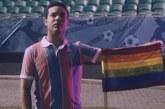 """Com bandeirinhas """"simbólicas"""", Bahia lança campanha contra homofobia; assista"""
