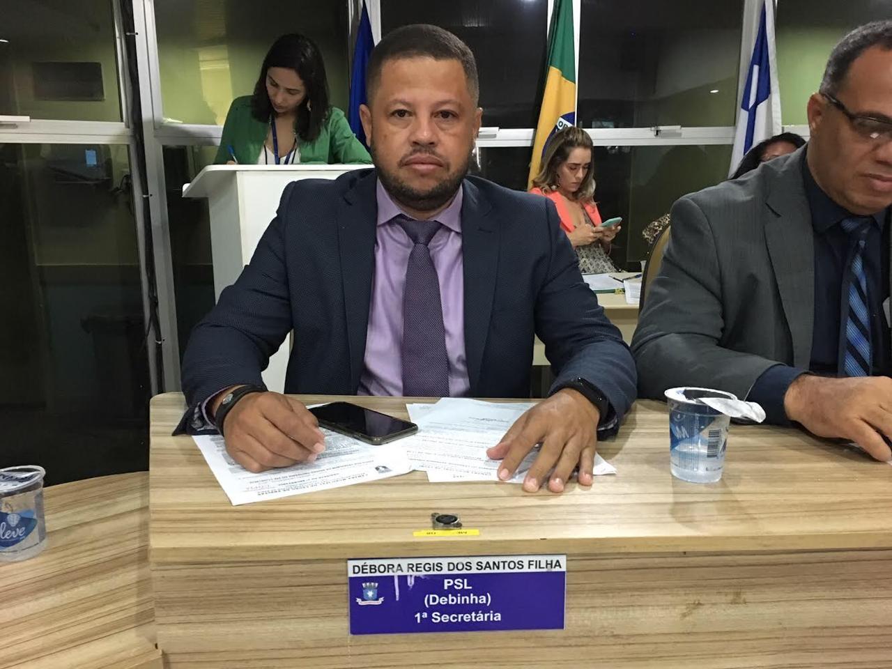 Vereador Decinho apresenta PL que programa semáforos com sinal de alerta intermitente