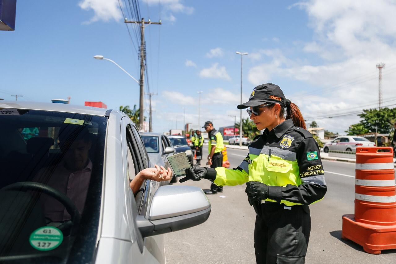Blitz educativa abre Semana Nacional de Trânsito em Lauro de Freitas