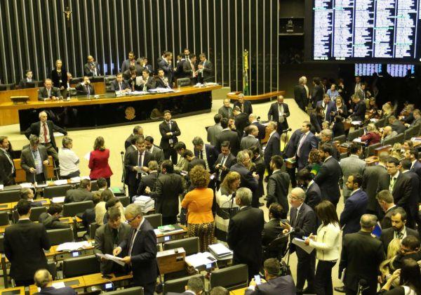 Câmara pode derrubar quase metade dos vetos de Bolsonaro à minirreforma eleitoral