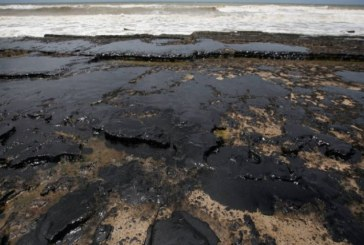 Mancha de óleo de 21 quilômetros quadrados se aproxima da Bahia