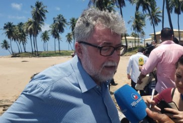 Secretário questiona sobre mancha de óleo: não encontraram solução por que é no Nordeste?