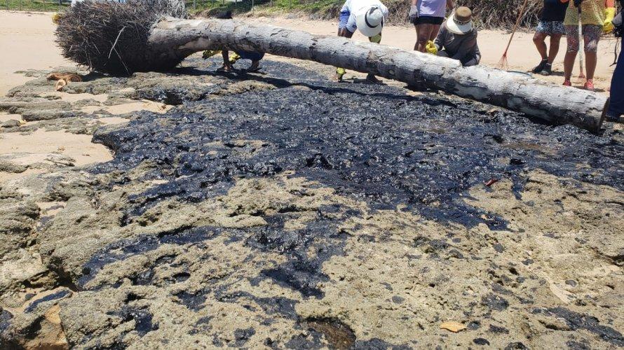 Mais de 13 mil pescadores e marisqueiras podem ser afetados por manchas de óleo