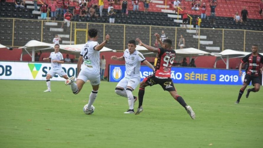 Vitória empata com o Figueirense e perde a chance de se afastar do Z-4