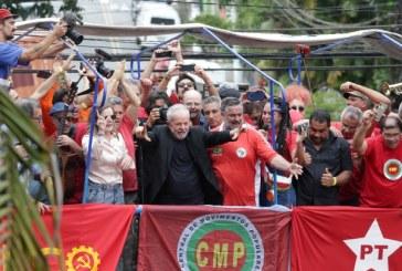 Lula cita protestos do Chile e convoca luta contra governo Bolsonaro