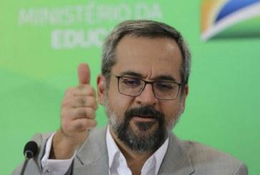 Ministro da Educação chama mãe de seguidora de 'égua sarnenta'