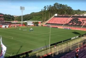 Jogadores do Vitória protestam por salários atrasados e não se concentram para partida contra o CRB