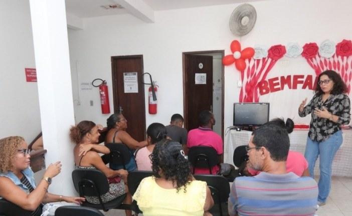 Palestra reforça atenção a pessoas com anemia falciforme atendidas na Policlínica Professor Carlos Bastos