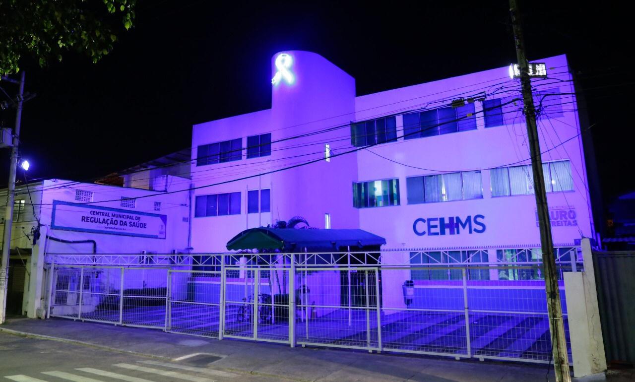 Resultado de imagem para Iluminação azul cobre equipamentos da saúde no mês de prevenção ao câncer de próstata