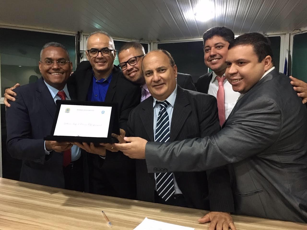 Câmara realiza entrega de Título de Cidadão à Gil Jaraguá