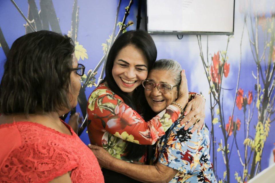 Moema participa do primeiro dia de atendimento na Policlínica Regional de Saúde, em Simões Filho