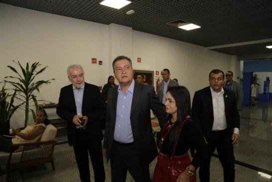 Ao lado de Rui, Moema participa da entrega da primeira parte da reforma do Aeroporto de Salvador