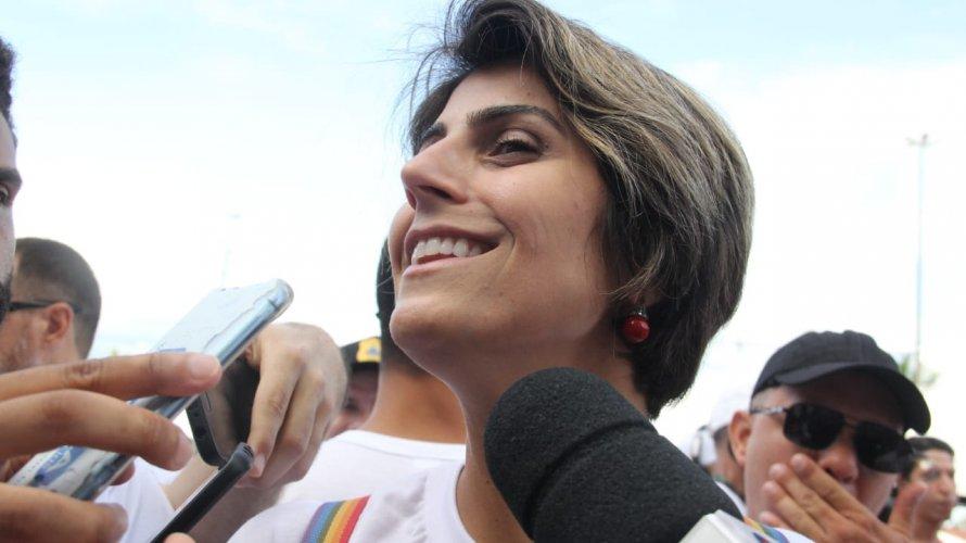 Em Salvador, Manuela D'Ávila defende candidatura de Olívia Santana à Prefeitura