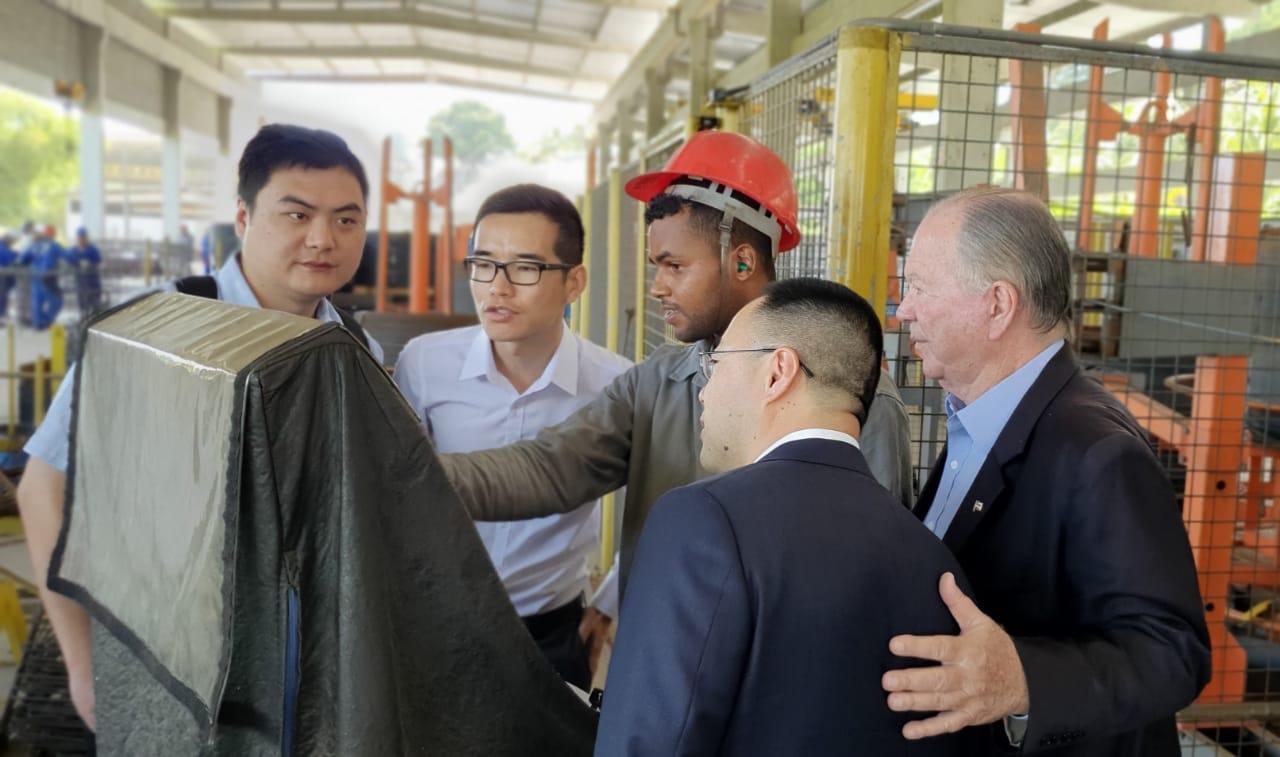 Chineses visitam área onde iniciará obra da Ponte Salvador-Itaparica