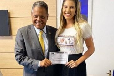Ex-esposa do goleiro Jean anuncia pré-candidatura em Salvador: 'pela causa da mulher'