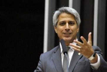 Oposição fará reunião de emergência após Bolsonaro disparar mensagem contra Congresso