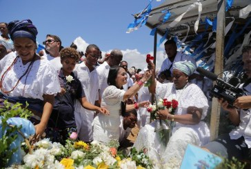 Agradecimentos e pedidos de proteção marcam Festa de Iemanjá em Buraquinho