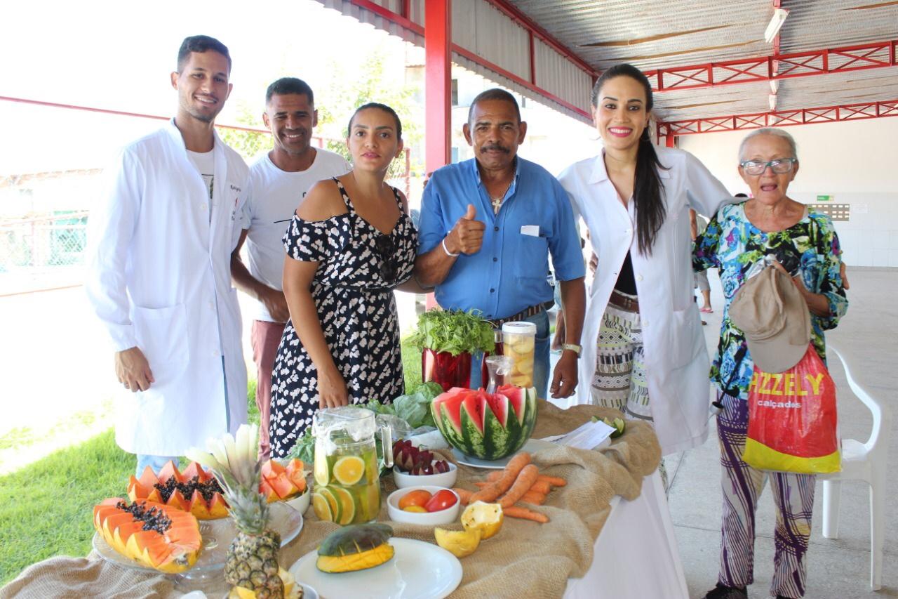 Palestra leva informações sobre alimentação saudável a moradores da Itinga