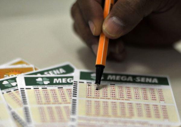 Corre que ainda dá tempo de jogar! Mega-Sena sortea prêmio acumulado em R$ 20 milhões neste sábado