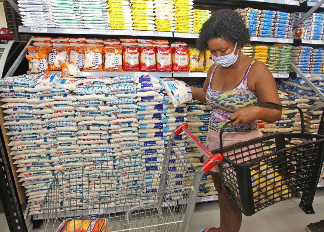 Governo do Estado inicia pagamento do vale-alimentação a estudantes