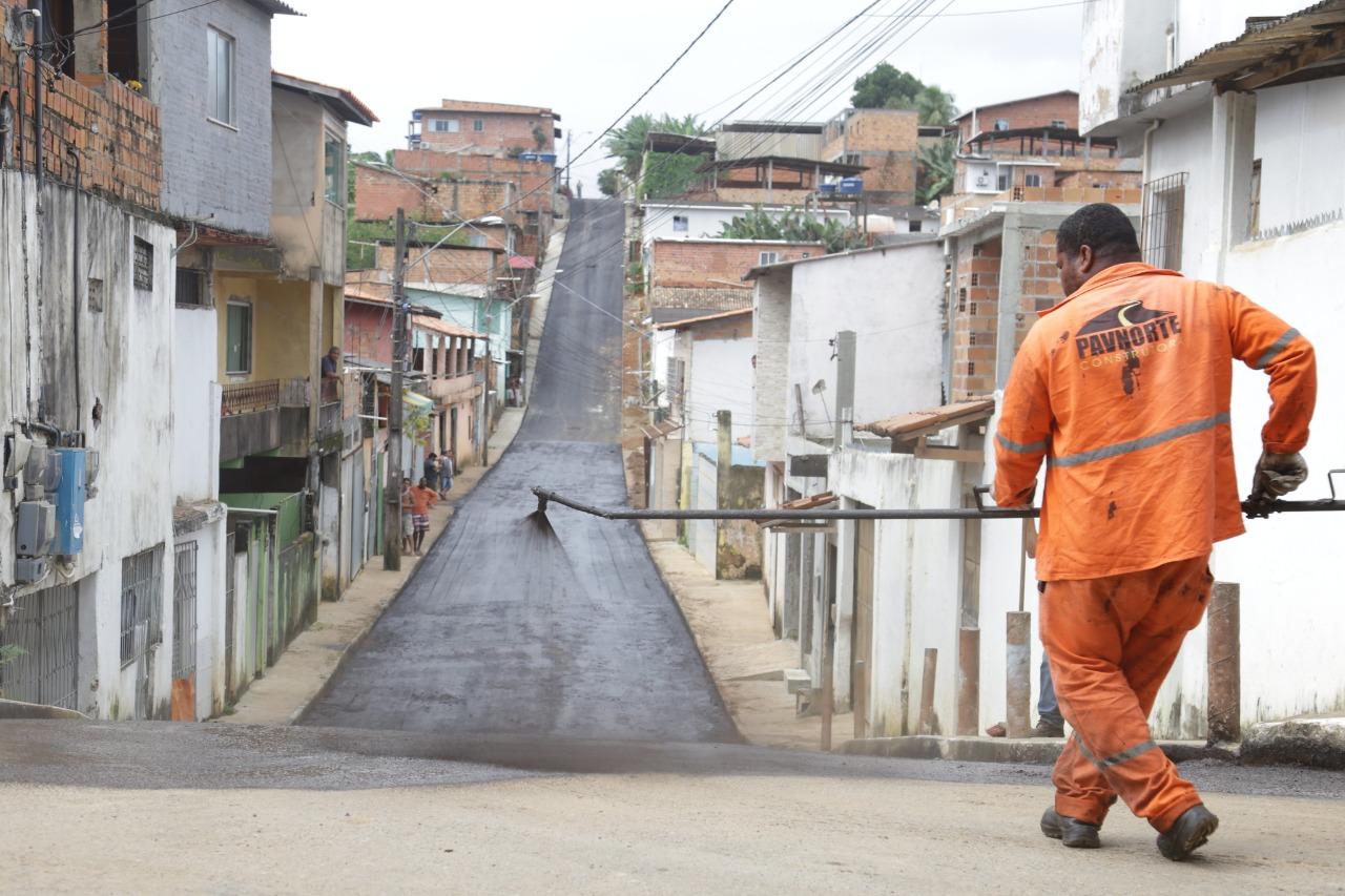 Prefeitura finaliza pavimentação asfáltica de ruas no Loteamento Santa Bárbara, em Itinga