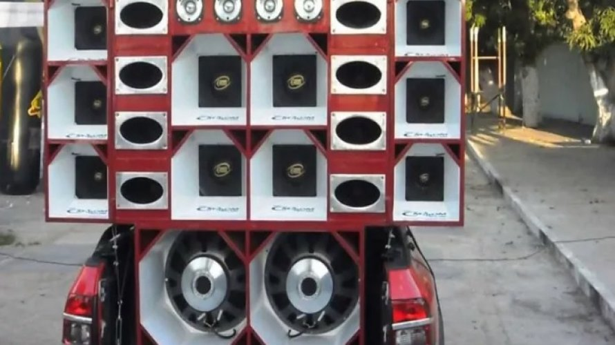 Vereador tenta impedir apreensão de som em festa clandestina