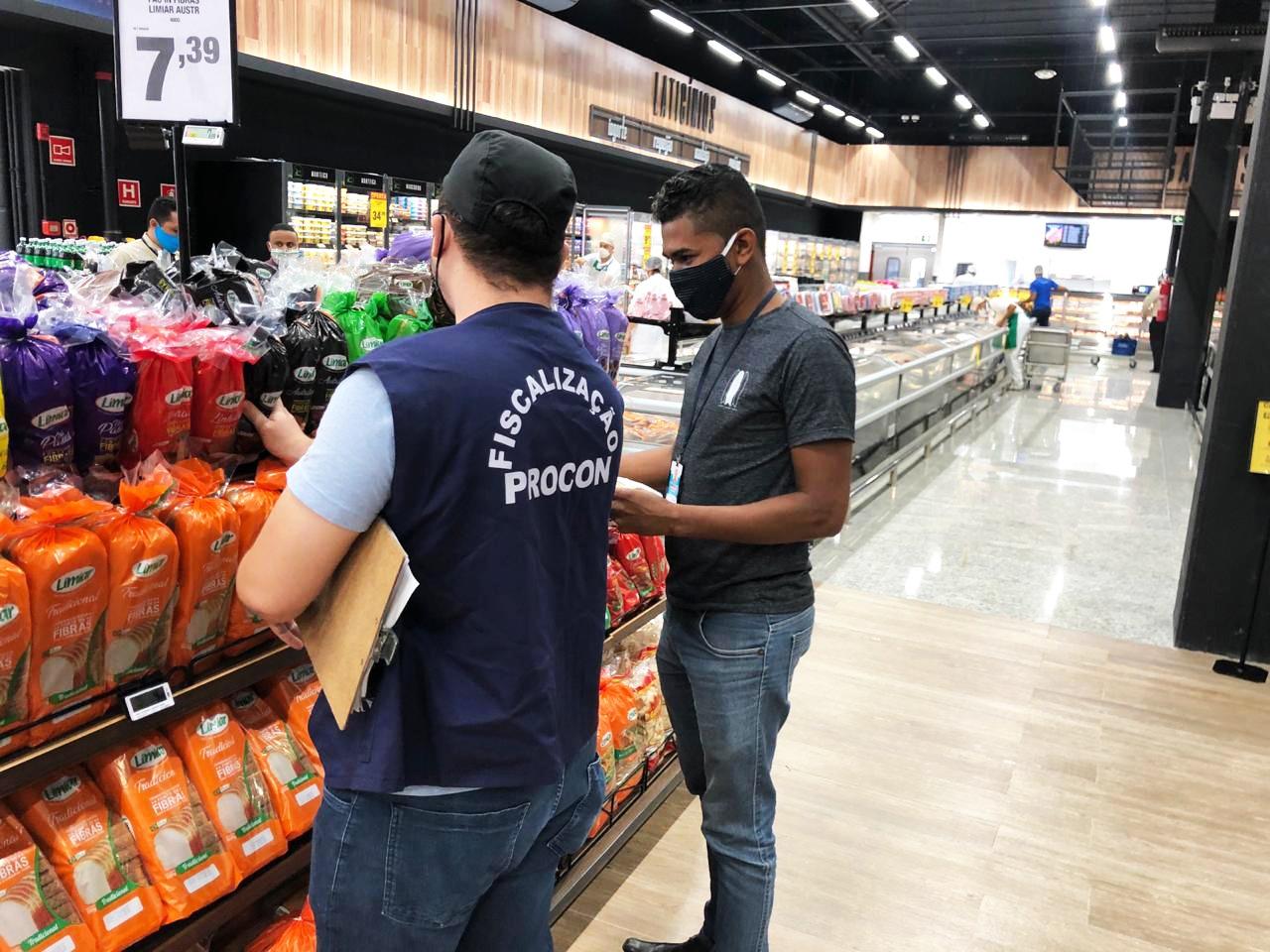 Procon visita Hiperideal no Parque Shopping Bahia