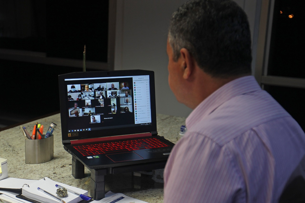 """""""Temos que estar juntos"""", diz Rui Costa após reunião com 31 prefeitos"""