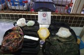 Coletes e 4 mil pinos para cocaína encontrados em Sussuarana