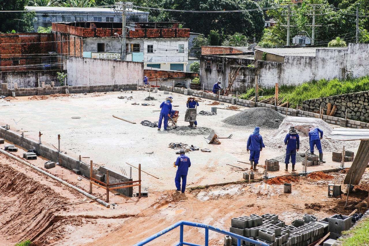 Construção de quadras amplia espaços para prática de esportes em Lauro de Freitas